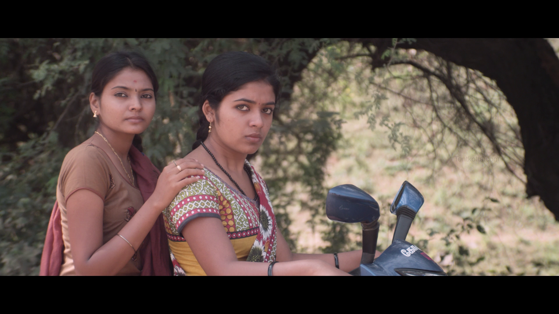 Kuthoosi (2019) Tamil - 1080p - WEB-HD - AVC - DD5.1 - ESubs-MTR